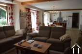 Grange rénovée en 2 maisons avec piscine Ref # Li582 image 23