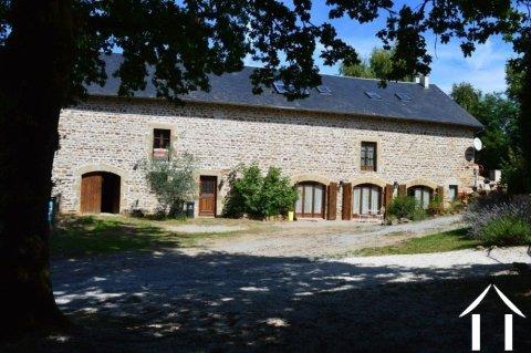 Grange rénovée en 2 maisons avec piscine Ref # Li582