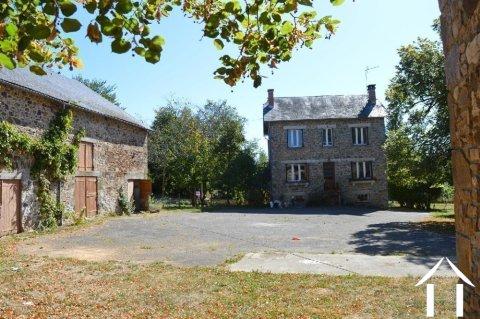 Deux maisons avec grandes dépendances et terrain de 1,7 hectares Ref # Li596