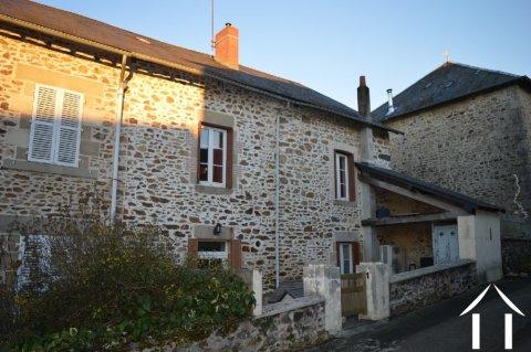 Grande maison de village avec jardin et garage Ref # Li597