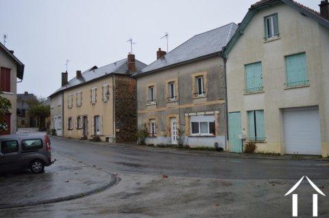 Grande maison de bourg possédant 7 pièces Ref # Li598