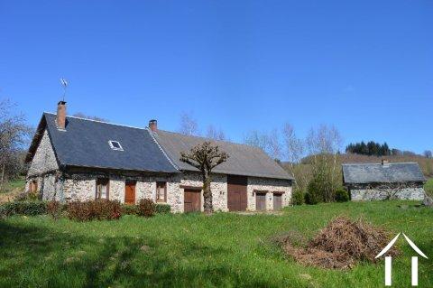 Fermette avec grande grange, four à pain et puits sur 4383m² de terrain Ref # Li616