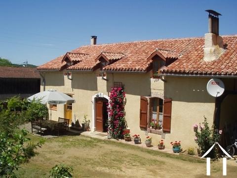 Maison traditionnelle, 4 chambres, très spacieuse Ref # BE4694 Image principale