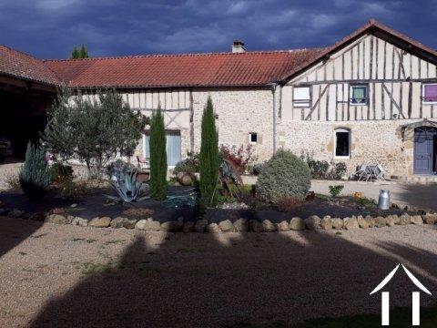Ferme Gasconne rénovée avec quatre chambres et une piscin Ref # EL4444