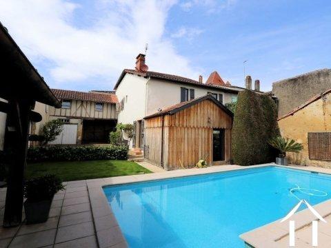 Maison de village de caractère avec piscine et dépendance Ref # El4537