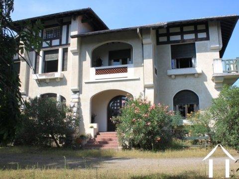 Grande Maison de style basque avec 5 chambres Ref # FV4381