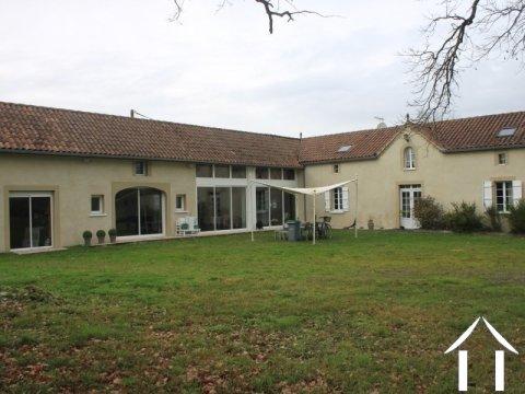 Très belle ferme entiérement rénovée, 4 Chambres  Ref # FV4480