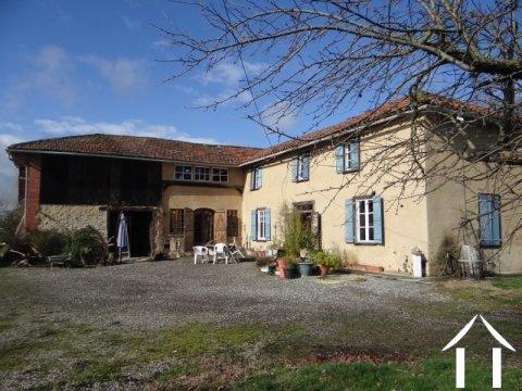 Ancienne ferme en L rénovée sur parcelle de 6000 m² Ref # LBD456