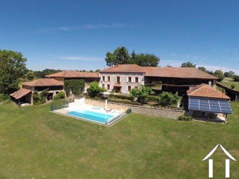 Chambre d'hôtes de charme avec gîte, piscine et vue  Ref # LBD457