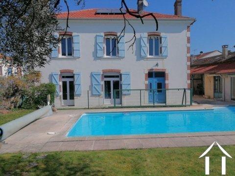 Maison de caractère, 300m², 6 chambres, piscine. Ref # LC4526