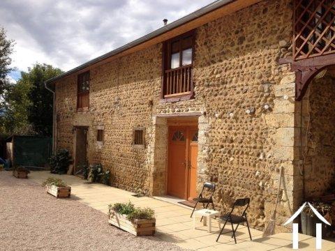 Ancienne ferme en L rénovée avec 2 gîtes sur 2489 m² de Ref # lbd446