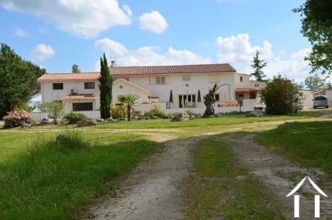 Magnifique propriété 395m2 avec maison (avec 5 chambres d'hôtes), gîte et studio Ref # MP8081