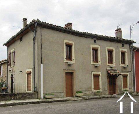 Maison de village mitoyenne 160m2 avec petit espace extérieur 3m2. Ref # MP9015