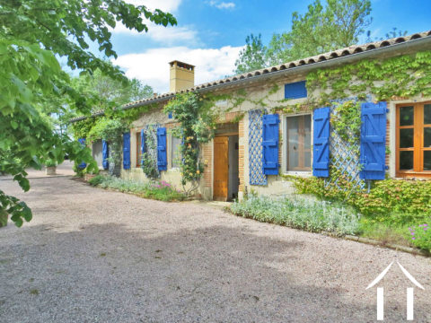 Maison de caractère 216m2 sur 8 600m2 de terrain, piscine et vue Pyrénées Ref # MP9034