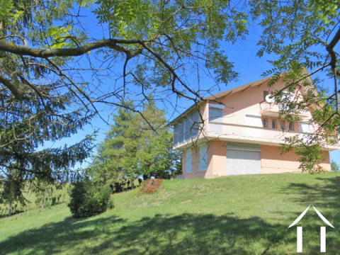 Maison 227m2 sur 1900 m2 de terrain offrant une magnifique vue sur les Pyrénées Ref # MP9047