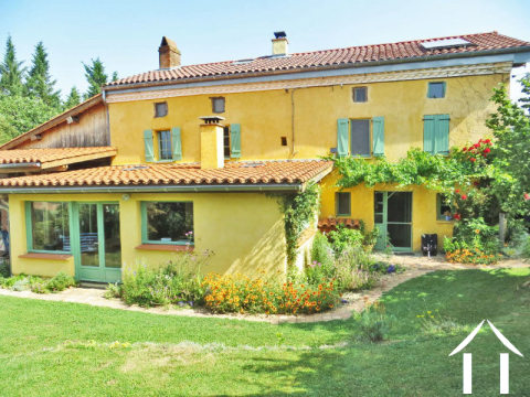 Fermette avec gîte et dépendances sur un terrain de 2ha et magnifique vue sur les Pyrénées. Ref # MP9050 Image principale