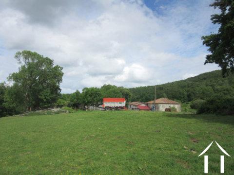 Domaine 195ha avec 2 habitations, dépendances et source Ref # MP9052
