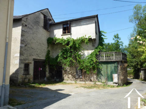 Maison de village à rénover avec 2 000m2 de jardin Ref # MPDJ002