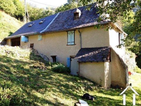 Maison de montagne rénovée dans un hameau sur 900m2 de terrain Ref # MPDJ008