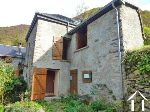 Maison de village avec jardin 300m2 et terrain non attenant 1.47ha Ref # MPDJ012