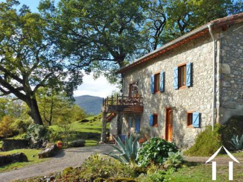 Belle maison de montagne sur 4.72 ha avec fantastiques vues montagne et gite potentiel Ref # MPDJ015