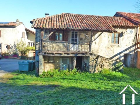 Maison en pierres avec jardin NA Ref # MPDK028