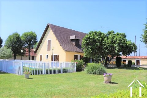 Spacieuse maison avec piscine et 8ha de terrain Ref # MPLS1008
