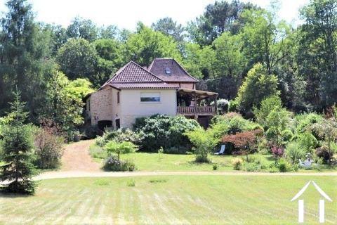 Maison rénovée avec beaucoup de goût avec 2.1 ha de terrain Ref # MPLS1011