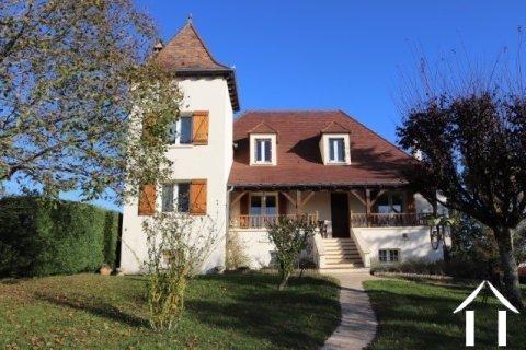 Belle maison de style Quercynois avec piscine et 5600 m² de terrain Ref # MPLS1024
