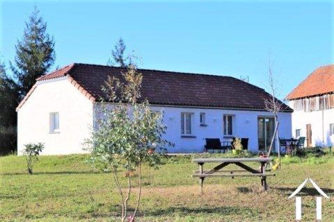 Maison de plain-pied sur 2519 m² de terrain avec grange indépendante 80m2 au sol, proche commodités. Ref # MPLS1026