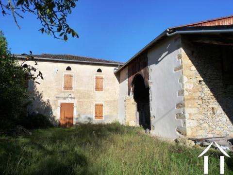 Grande maison Gasconne avec terrain, granges  et une belle vue. Ref # MPOA1819