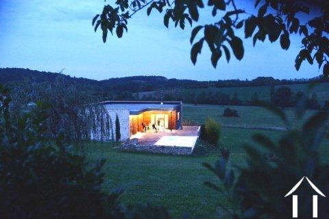 Maison d'architecte contemporaine avec piscine sur 3230m2 de terrain et magnifique vue sur la campagne Ref # MPOA1857