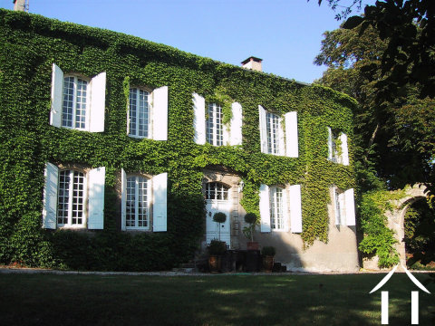 Impressionnante maison du 18ème siècle avec vue Ref # MPOP0046 Image principale