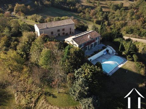 Maison (156m2) avec ferme à rénover (324m2) piscine, vue imprenable et 17 hectares de prés et de bois Ref # MPOP0050