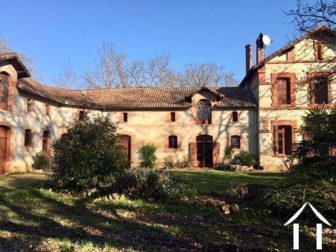 Grande maison familiale avec granges et terrain Ref # MPOP0061
