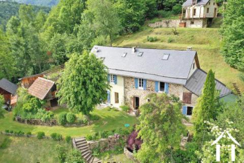 Superbe propriété en montagne avec habitation et 2 gites, piscin Ref # MPPDJ019